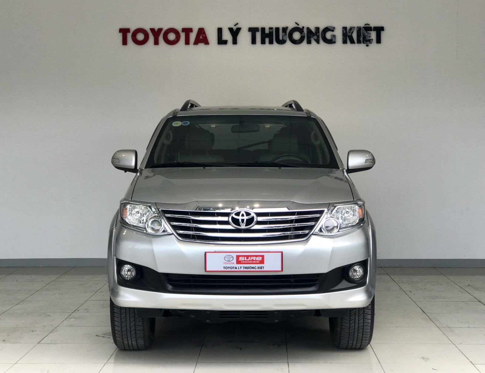TOYOTA FORTUNER 2.7AT 4x2- 2014